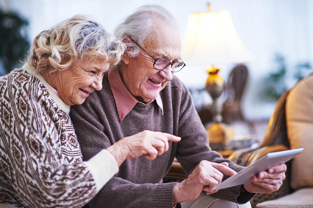 elderly with technolgoy
